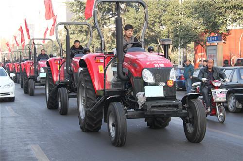 4.向农业合作社捐赠拖拉机