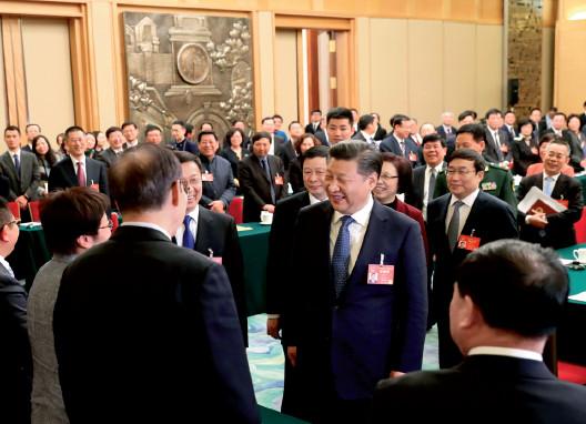 p20(1)2017 年3 月5 日,习近平总书记参加上海代表团审议。