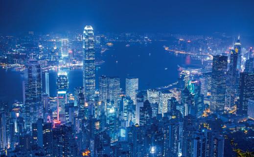 p39 粤港澳大湾区的发展设想覆盖了广东省9 座城市及香港、澳门两个特别行政区。粤港澳大湾区城市群的发展,有望崛起为辐射东南亚地区和中国南部经济区的中心。