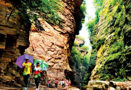 p79(1) 新安龙潭峡景区 图片来源I 新安县委宣传部