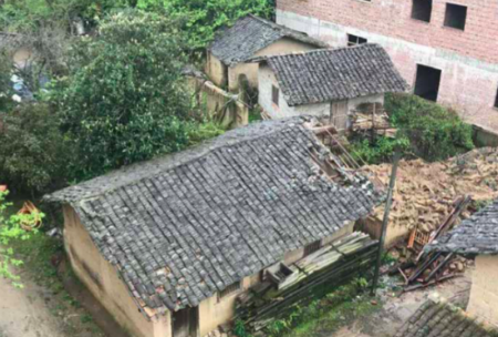 被损坏的樟坊村村民明经国的老房子