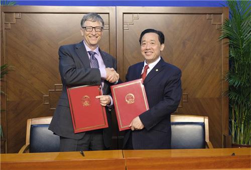 农业部副部长屈冬玉和比尔•盖茨签署谅解备忘录