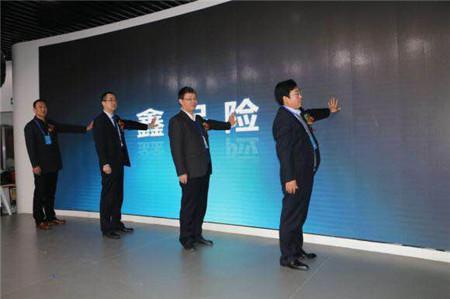 图三、杨耀党董事长和各领导开幕仪式