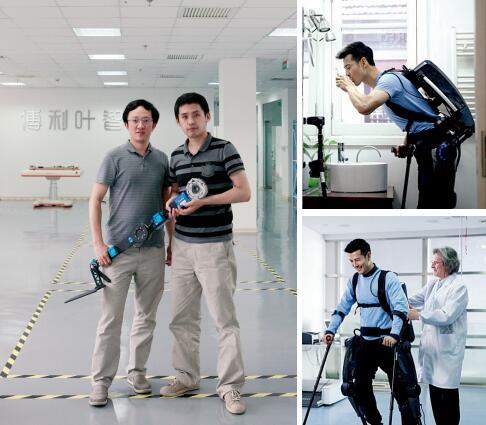 p72-左图 :傅利叶 CEO 顾捷(左)与CTO 徐振华展示产品 Fourier X1右图 :残疾人在生活中使用下肢外骨骼康复机人