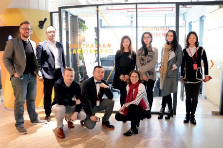p42 来自澳洲的部分创业者在澳大利亚创客基地合影