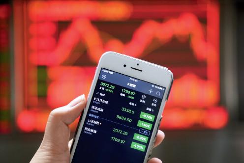 p57 2017 年5 月8 日,沪深两市双双低开,随后A 股持续低位震荡的走势。视觉中国