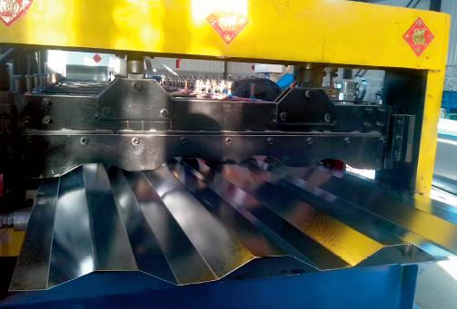 p73 国内一家集装箱生产企业的车间