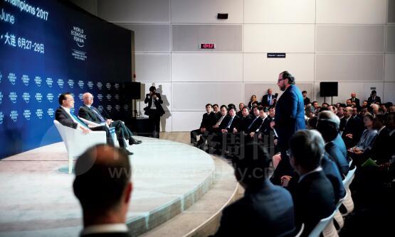 25-1 在回答国际工商企业界代表的提问时,李克强总理表示,我们一定要树立一个明确的思想,就是自由贸易是推动世界经济复苏的良药。