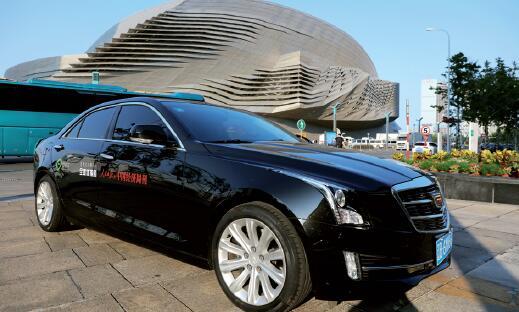 37-2 《中国经济周刊》全媒体报道专用车。