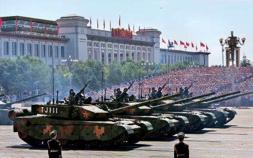 39-4 99 改进型主战坦克是我国新一代主战坦克,达到国际先进水平。该型坦克大量采用复合装甲,融合新时代信息化作战技术,是中国陆军的重要突击力量。 图片来源:视觉中国 新华社
