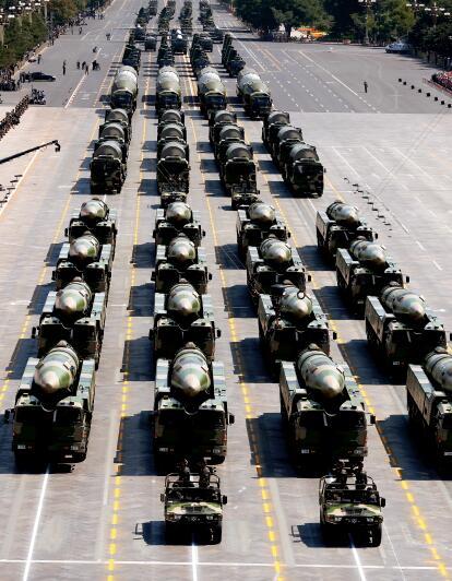39-3 ▲ 火箭军是中国实施战略威慑的核心力量,是维护国家安全的重要基石,不但拥有战略导弹部队,还有众多先进的战术常规导弹部队。