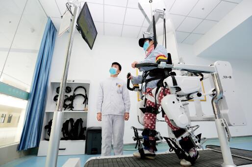 69 2016 年,中国康复医疗市场规模约270 亿元。视觉中国