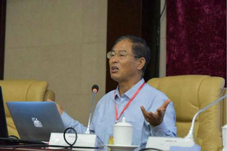 河南省政协提案委员会副主任、原河南省政府发展研究中心主任王永苏首先做了热情洋溢的演讲。