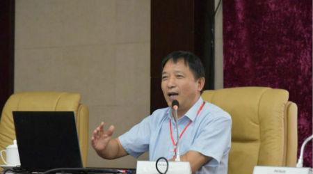 """郑州大学企业研究中心主任孙学敏分享了""""加强企业家人才队伍建设 聚集产业转型新动能""""的课题研究。"""