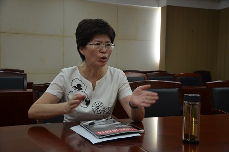 1、常州市民政局长王莉介绍该市医养融合的情况 摄影 陈瑜