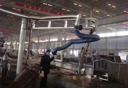 p74(4)悬臂式万向吸罩,可较大程度吸收工业生产中的VOCs。