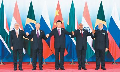 九月四日,金砖国家领导人第九次会晤在厦门国际会议中心举行。国家主席习近平主持会晤并发表题为《深化金砖伙伴关系 开辟更加光明未来》的重要讲话。南非总统祖马、巴西总统特梅尔、俄罗斯总统普京、印度总理莫迪出席。这是金砖国家领导人集体合影。新华社记者 张 铎摄