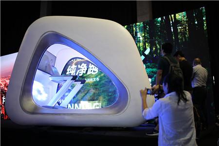 像太空舱一样的时尚外观,内置智能跑步机,手机扫码就可以使用。