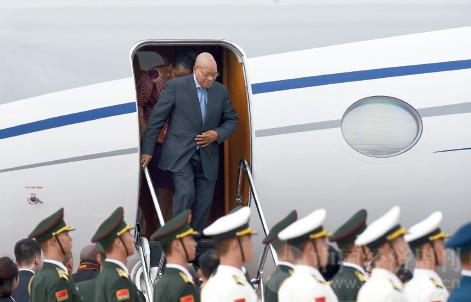 p30(1) 9 月2 日上午,南非总统祖马抵达厦门,成为首位抵达厦门的外国元首。