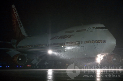 p31(2) 9 月3 日晚,印度总理莫迪乘专机在大雨中抵达厦门,他是最后一位抵达厦门的金砖国家领导人。因雨势过大,原定在停机坪举行的欢迎仪式被临时取消。