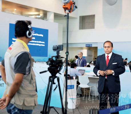 p32(2) 各国媒体积极参与金砖国家第九次会晤报道 《中国经济周刊》首席摄影记者 肖翊摄