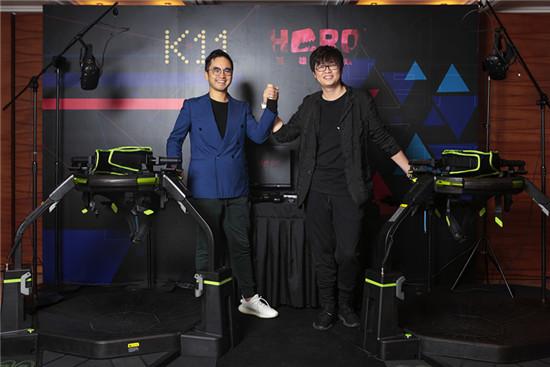 图为K11创始人郑志刚(左)和英雄互娱董事长应书岭(右)于合作发布会时合影