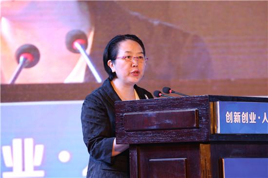 重庆市人力社保局党组书记、局长陈元春在开幕式上发言  夏一仁摄