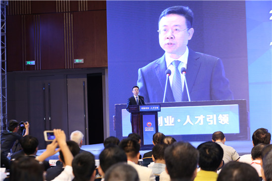 重庆两江新区党工委副书记、管委会副主任何友生代表主办单位致欢迎辞   夏一仁摄
