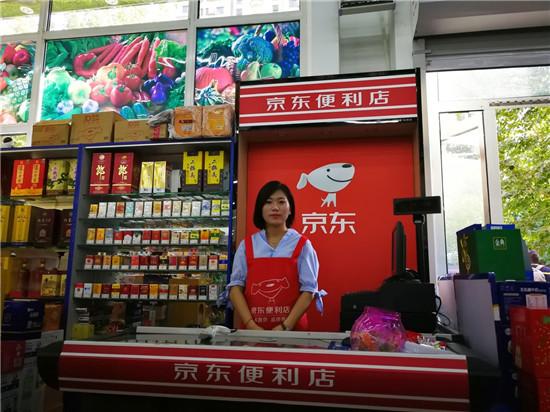 杨浩店里的收银区和服务人员