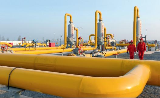 P83 中国已经形成全国性的天然气管道网络,并与沿海星罗棋布的LNG接收站连为一体。这种建设速度在世界上绝无仅有。 视觉中国