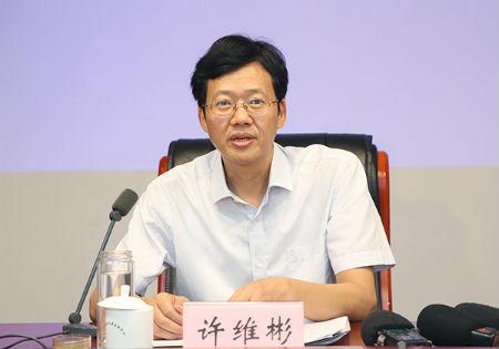 安徽省粮食局副局长许维彬发布新闻。   吴晓光  摄