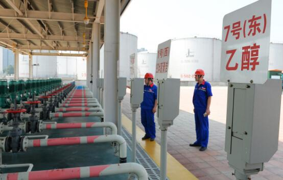 "p57-乙醇汽油在河南、安徽等省份""全封闭式""推广。视觉中国"
