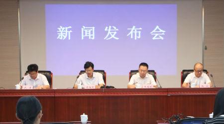 农发行安徽省分行副行长王福利(右二)在秋粮收购发布会上。吴晓光    摄