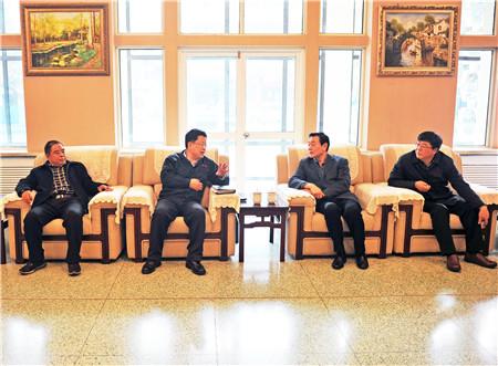 2河南省国税局副巡视员、洛阳市国税局党组书记阎宁捷(右二)到一拖集团走访调研