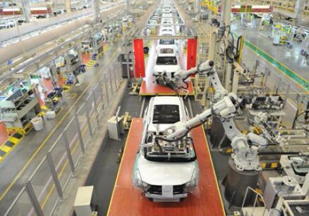 广汽传祺总装车间机器人在自动化生产