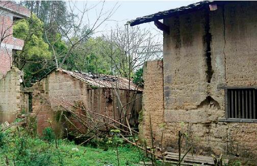 p34-南康区十八塘乡樟坊村的空心房