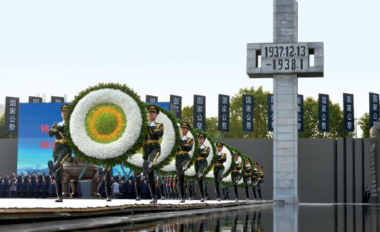 p27 ▲ 12月13日,南京大屠杀死难者国家公祭仪式现场,这是南京大屠杀80 周年纪念日,也是第四个南京大屠杀死难者国家公祭日。