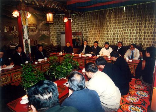 在拉萨召开青藏铁路建设汇报会