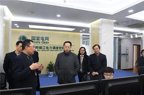 2、国网镇江供电公司潘勇检查指导电力调度工作