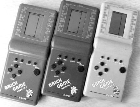 p48-1980 年, 任天堂打造出了世界上第一台液晶屏幕游戏掌机Game&Watch,销量达到创纪录的4340 万台。如今,掌机已成为一种文化现象和符号。