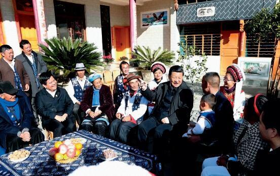p46-2015 年1 月20 日,习近平总书记来到云南大理洱海边的湾桥镇古生村。新华社