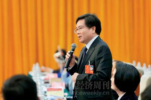 p81(2) 全国人大代表、贝达药业董事长丁列明在分组讨论中发言。