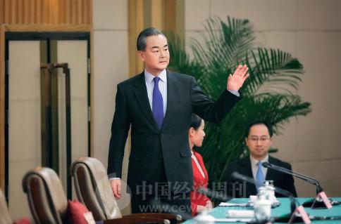 "p82 外交部部长王毅就""中国外交政策和对外关系""回答中外记者提问时,尽显大国外长风范。"