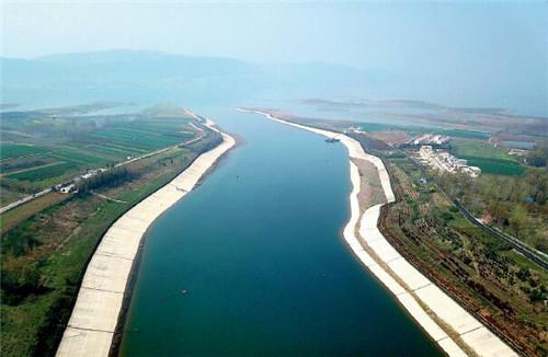 57 2017年,河南打响了水污染防治攻坚战,将倒逼水利事业改革不断向好。视觉中国