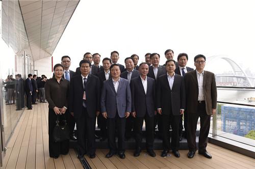 中共上海市委常委,浦东新区区委书记,中国(上海)自由贸易试验区管委会主任翁祖亮到会会见部分央企集团领导。