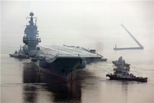 p32 5月13日,我国首艘国产航母从大连造船厂码头启航,赴相关海域执行海上试验任务,主要检测验证动力系统等设备的可靠性和稳定性。该舰海试标志着我国舰艇制造发展迈上了一个新的台阶,对于完善海军装备体系结构、建设强大的现代化海军、实现中国梦强军梦具有重要意义。