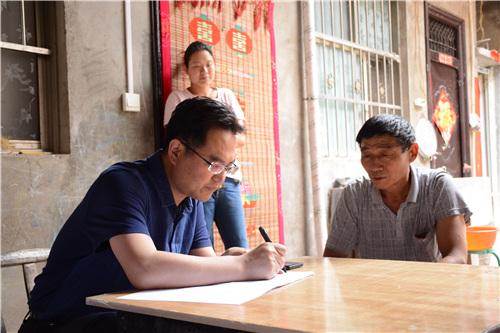 1   5月30日,县委书记李新红到酒后镇翟沟村驻村调研扶贫工作
