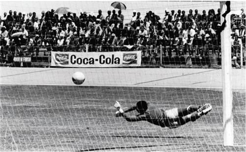 20 1950 年巴西世界杯,可口可乐成为赞助商。图片来源:可口可乐官网