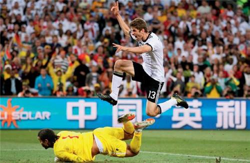 21 英利是2010 年南非世界杯赞助商里唯一的中国企业。视觉中国