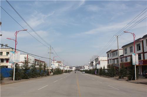1 宽敞整洁的镇区街道